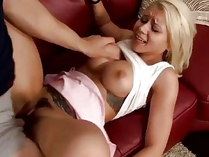 Bubble culo nubile bimbo juggles on dads rock solid manhood