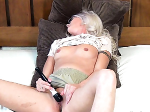 Horny Coed Has A Close-up Poon Contraction Ejaculation